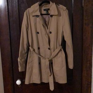 Camel trench coat with button and optional belt